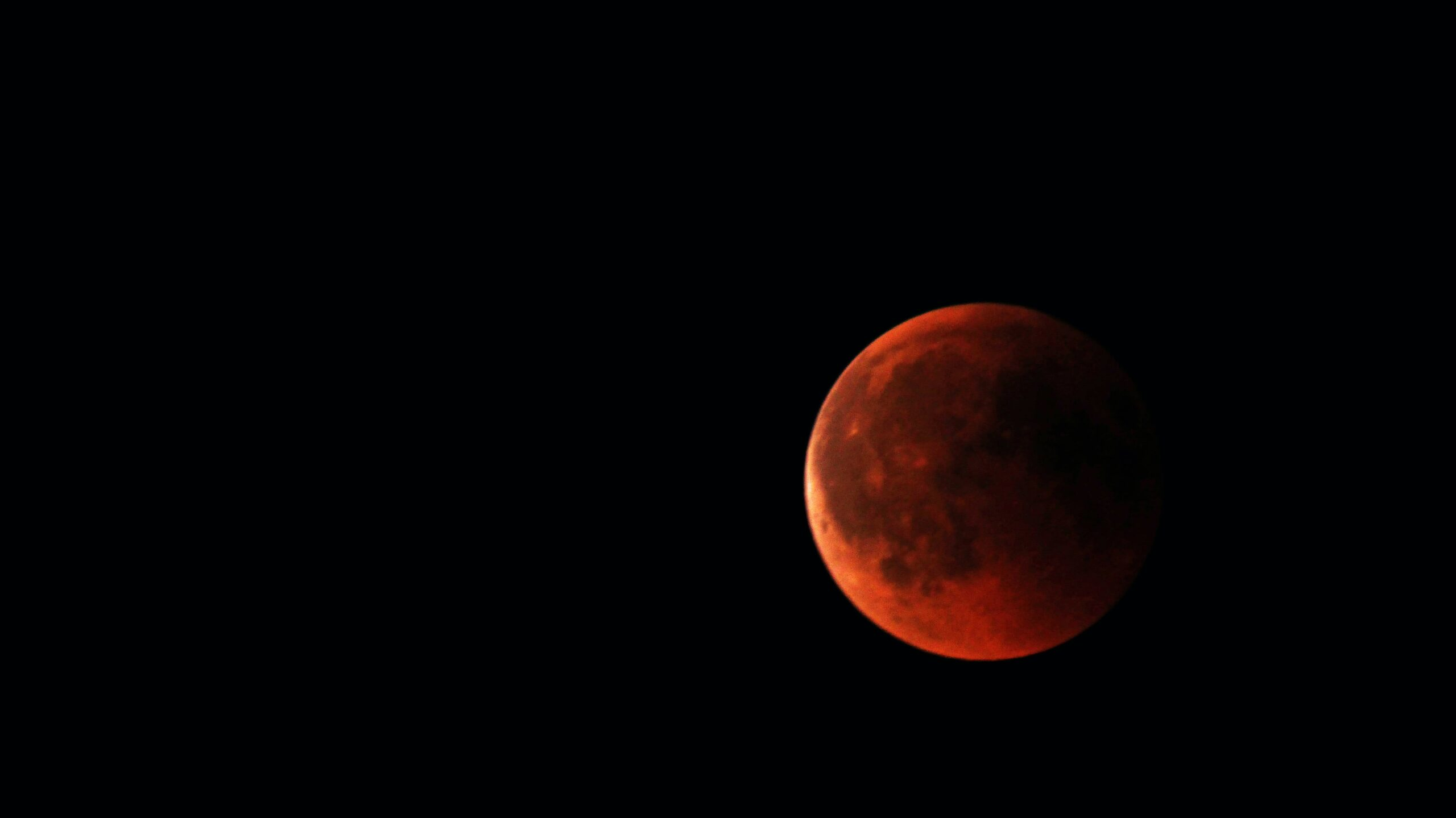 Rise of the Blood Moon in Three Springs | 26 May 2021